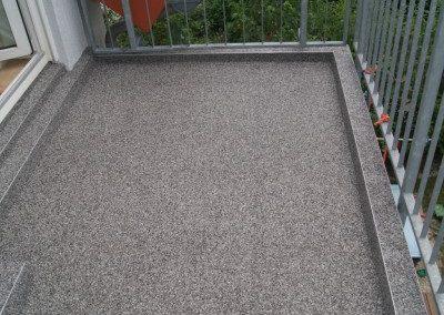 Balkonsanierung-Steinteppich-mit-Randbereiche-Bondorf-400x300