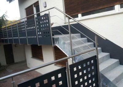 Terrassengeländer-Treppengeländer-pulverbeschichtete-Blechfüllung1
