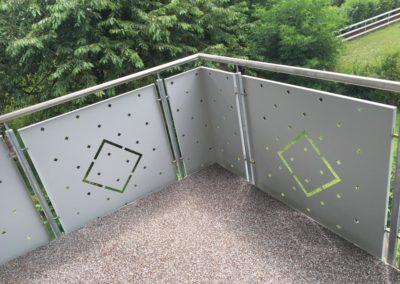 balkonsanierung-steinteppich-balkongeländer