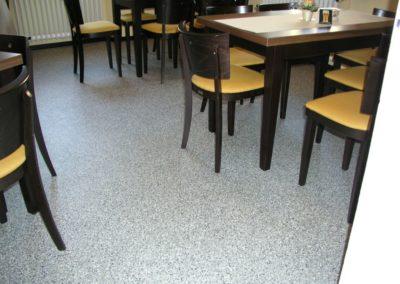 restaurantboden-saniert-mit-chipeinstreuung